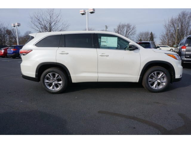 new 2016 toyota highlander le plus v6 4d sport utility near indianapolis t16097 andy mohr toyota. Black Bedroom Furniture Sets. Home Design Ideas
